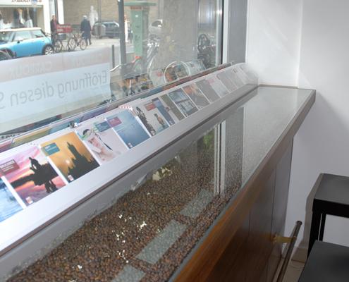 Schaufenstertresen im Musikshop mit Stehcafé